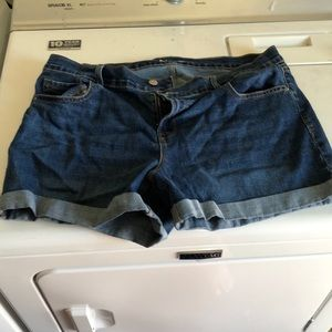 Old Navy Sz 14 Boyfriend Shorts with Cuff
